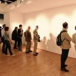 Καταρρίπτεται.Η πρώτη καλλιτέχνης στο κόσμο που πουλάει αόρατη τέχνη και βγάζει εκατομμύρια δολάρια.