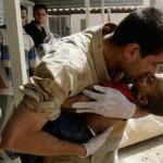 Καταρρίπτεται – Συρία: Ένας πατέρας δίνει το τελευταίο του φιλί στον νεκρό γιο του…