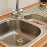 Κίνδυνος θανάσιμης μόλυνσης από τον ανοξείδωτο μεταλλικό νεροχύτη στην κουζίνα;
