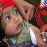Επικίνδυνα ψεύδη για τα εμβόλια από γιατρό που της έχει αφαιρεθεί η άδεια