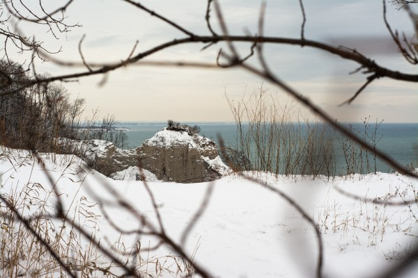 A snowy image from the shore of Lake Ontario at the Cathedral Bluffs park.