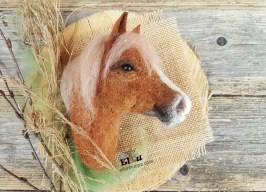 rintaneula, hevonen, huopahevonen, suomen hevonen, hevonen huovasta, hevosen kuva, ellunhuopa, ellun huopa, huopatuotteet, horse picture, felting horse, ratsastaja lahja, ratsastajan tarviket, ratsastajan kauppa, rakas hevonen, hevosen omistaja, käsityö,