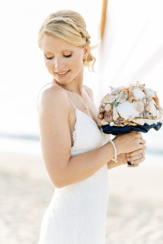 ellwed Real-crete-wedding-maria-tomasz-2016-15 Maritime Beach Wedding in Crete with a Very Special Bridal Bouquet