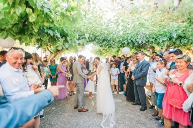 ellwed Anna_Matthieu_mirror_a32_low Colorful Country Wedding in the Greek Village of Elateia