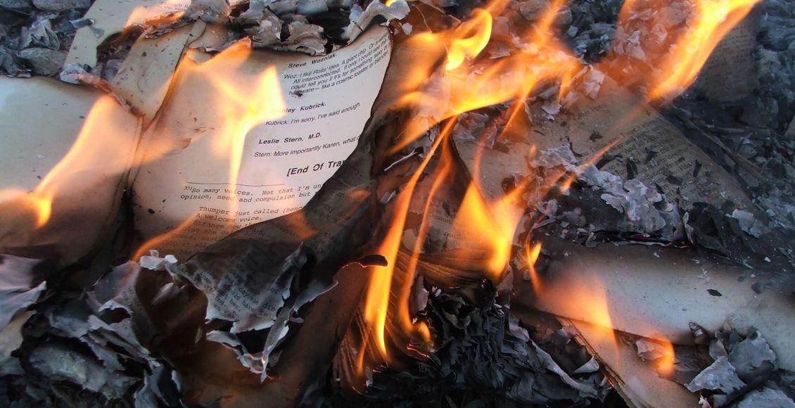 رماد الكتب حرق الكتب