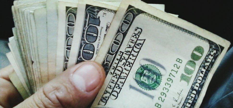 السعادة وعلاقتها ب المال
