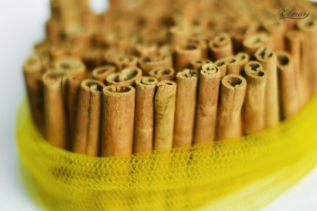 Vietnam Cinnamon Stick packed in mesh bag 1kg, roll percentage is 90% and very thin stick.