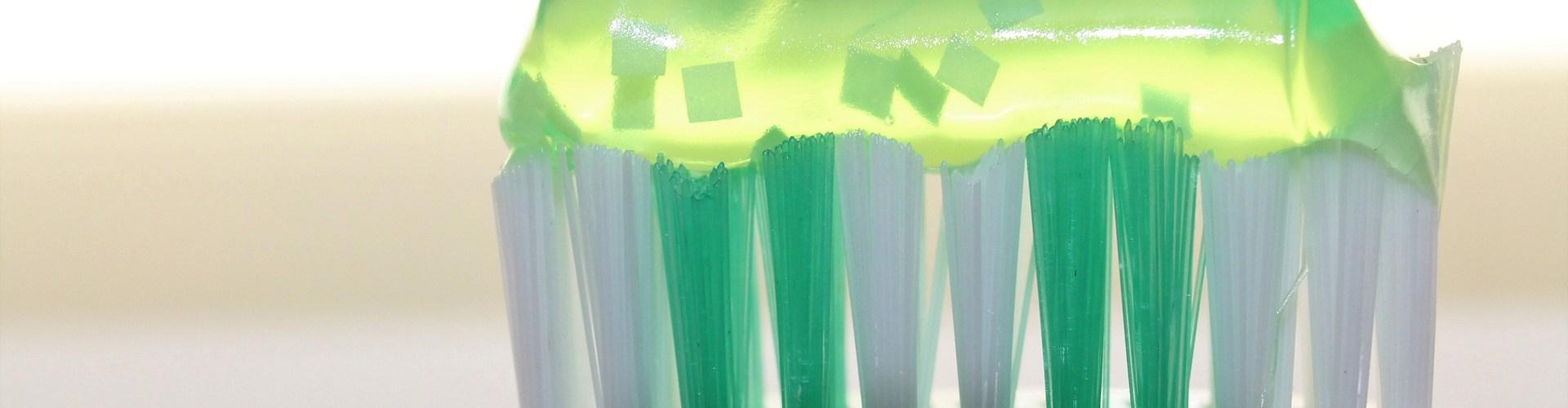 طريقة تنظيف فرشاة الاسنان