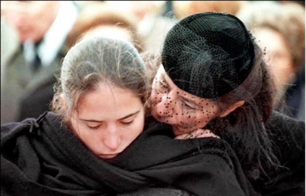 آني بينغو ومازارين في جنازة ميتيرون 1995