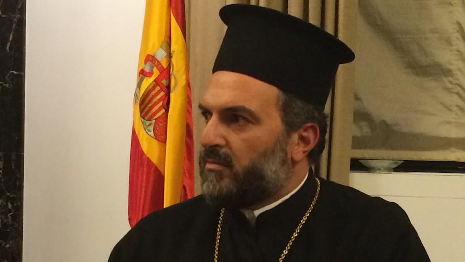 El padre Nadaf, en el Parlamento español.