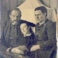 28 fotos que te tomabas con tus familiares fallecidos más de un siglo atrás