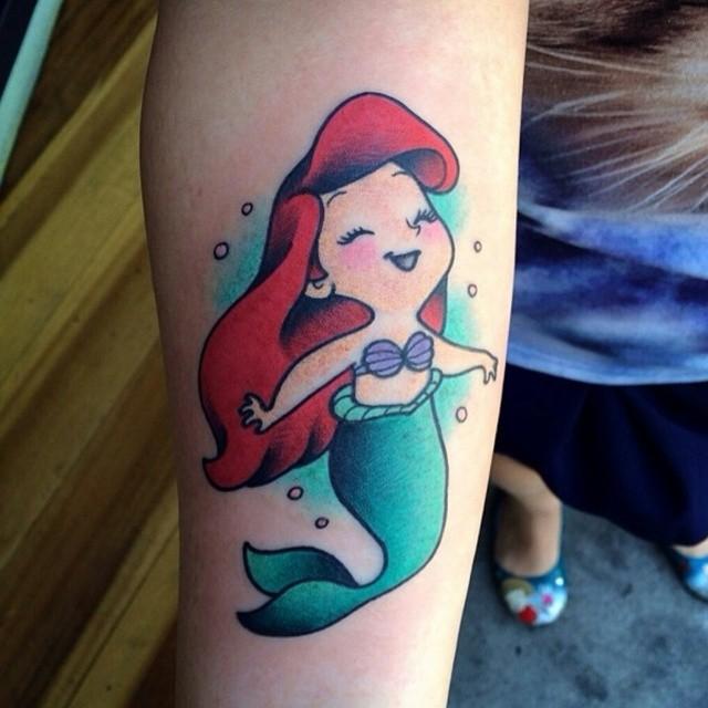 Tatuaje de la sirenita bebé