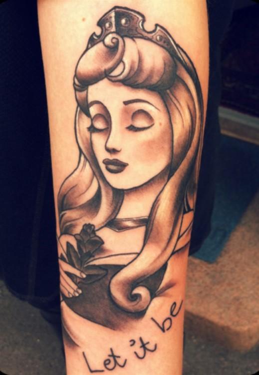 "Tatuaje de la Princesa Aurora ""La bella durmiente"""