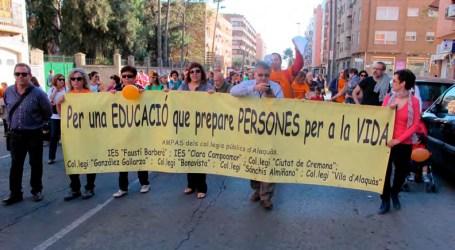 Centenars de persones recolzen amb una marxa reivindicativa l'Educació Pública a Alaquàs