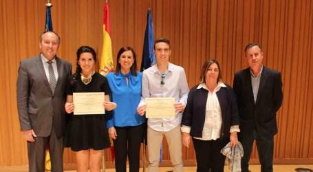 Los mejores estudiantes de Paiporta reciben su reconocimiento de la Generalitat Valenciana