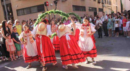Torrent se engalana para celebrar la festividad del Corpus Christi