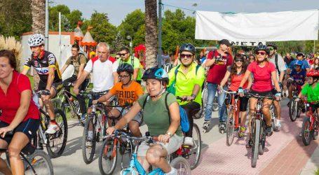 500 vecinos de Mislata sacan las bicis a la calle para celebrar el Día de la Bicicleta