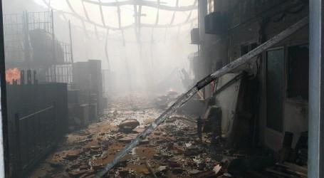 Seis naves afectadas por el incendio originado en la empresa Reciclamás en Alboraya