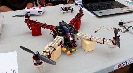 El Ayuntamiento de Paiporta colabora con el IES Andreu Alfaro en la construcción de drones