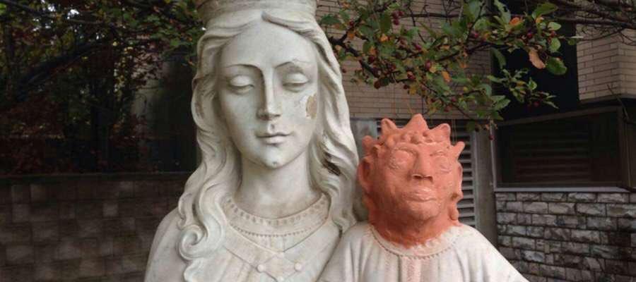 """ARTISTA CANADIENSE PERPETRA UN NUEVO """"ECCE HOMO"""" AL RESTAURAR ESCULTURA DEL NIÑO JESÚS"""
