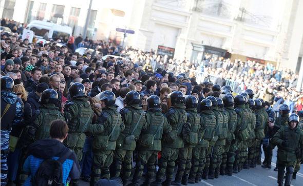 CENTENARES DE DETENIDOS EN MANIFESTACIONES CONTRA EL GOBIERNO EN RUSIA