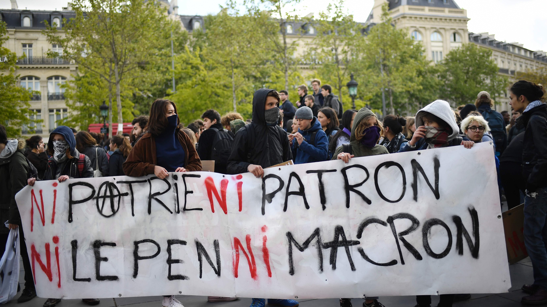 ESTUDIANTES FRANCESES PROTESTAN CONTRA LOS DOS CANDIDATOS A LA PRESIDENCIA DEL PAÍS