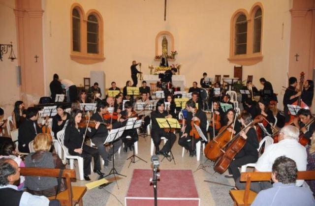 La orquesta cuenta con más de 70 alumnos.