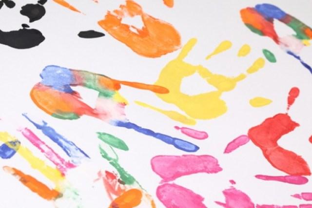 juego--el-arte--huellas-de-manos--los-ninos_3289143