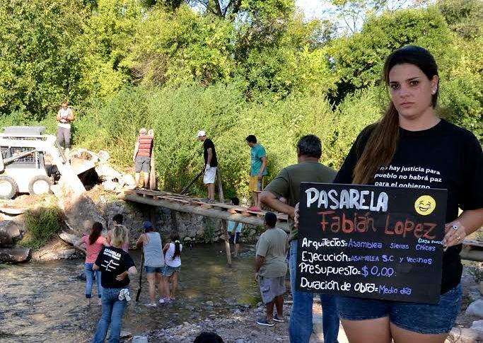 Ante la inacción estatal, construyen pasarelas destruidas por la inundación 13