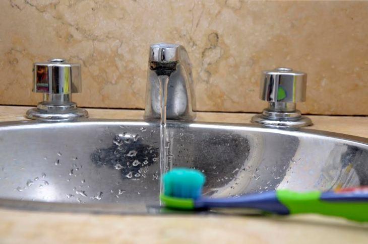 El agua: ¿derroche o cuidado? 13
