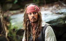 """4-Pirata Estos forajidos del océano figuran entre los personajes clásicos de Halloween. Últimamente la """"estética pirata"""" se encuentra sumamente vinculada a la saga """"Piratas del caribe"""" y a sus personajes masculinos y femeninos principales, encarnados por Johnny Depp y Keira Knigthley respectivamente."""