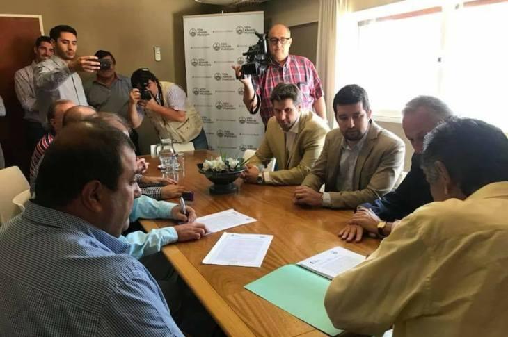 Cloacas en Villa Allende: millonaria firma de contrato 4