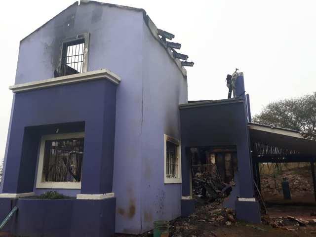 Una comunidad movilizada para construir una vivienda que fue consumida por el fuego 1