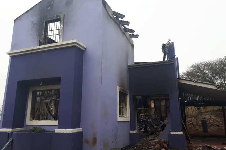 Una comunidad movilizada para construir una vivienda que fue consumida por el fuego 11