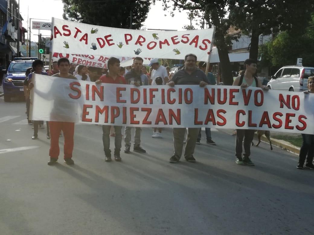 Familiares de la Escuela Especial Morzone continúan el reclamo por el nuevo edificio