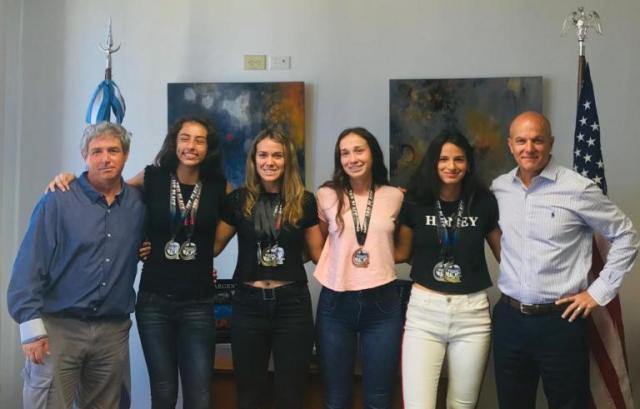 Reconocen al Equipo Femenino de Atletismo de un colegio de Villa Allende 4