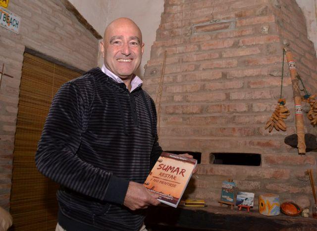 Norberto Magris presentó su primer libro 3