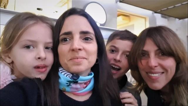 Paulina Cocina estuvo comiendo helado en Villa Allende 3