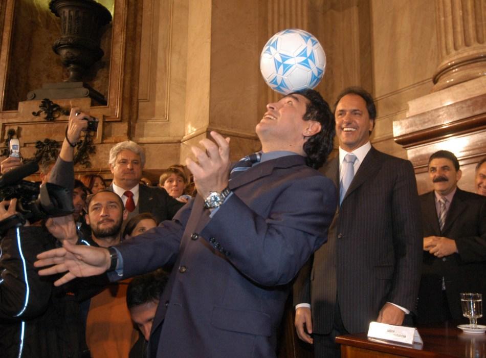 Buenos Aires: Fotografía de archivo del 21/06/2005 de Diego Armando Maradona, quien cumple 60 años mañana.   Foto :Gustavo Fazio Senado de la Nación/Télam/cbri 291|02020