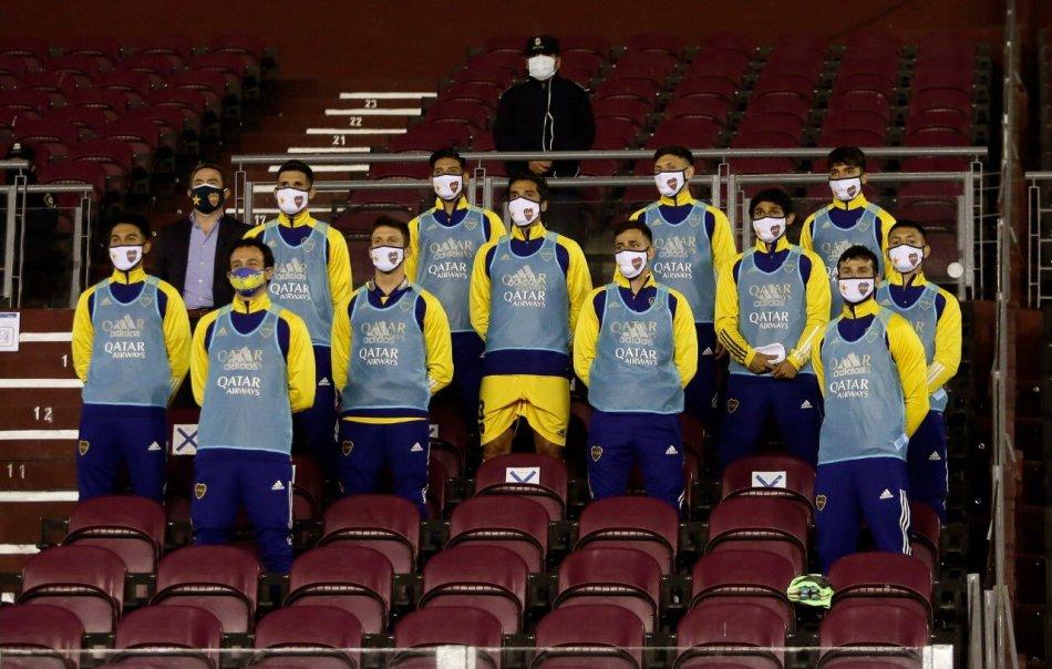 Los suplentes de Miguel Russo para realizar cambios en el segundo tiempo. Foto gentileza Boca Juniors.