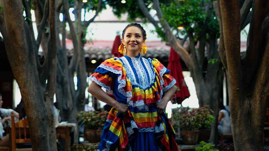 woman in traditional mexican dress
