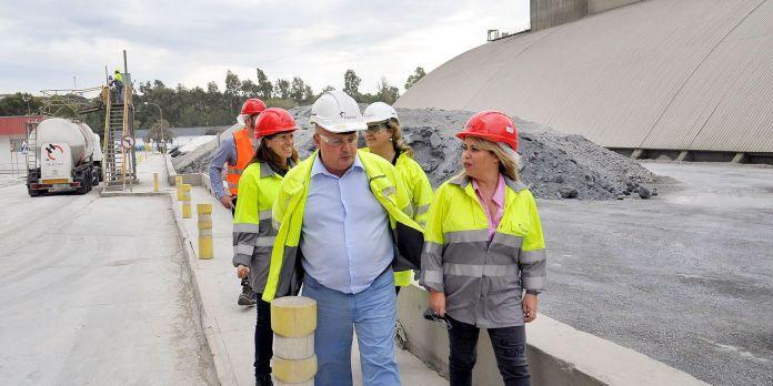 Resultado de imagen de fábrica de Holcim en Jerez de la Frontera