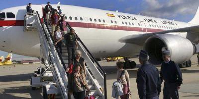 Los primeros españoles evacuados de Katmandú llegan a Madrid. Foto: EFE