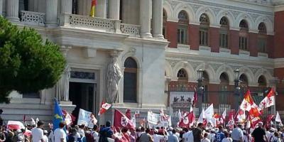 La marcha blanca llega al Ministerio de Agricultura.