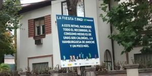 La Fiesta de la Bici invade las calles de Madrid a pesar del tiempo.