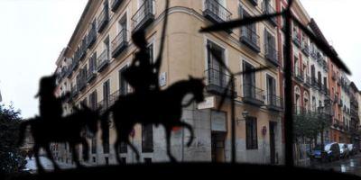 El Caballero de la triste figura recorre el Barrio de las Letras.