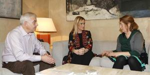 Padres de Diego con Cristina Cifuentes