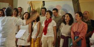 Encantando, canto en grupo