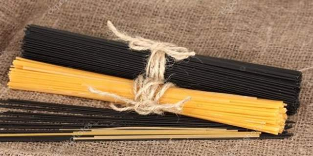 Espaguetis negros. Foto: Depositphotos