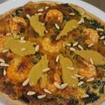 Receta: tarta salada de langostinos con espinacas y salsa de marisco